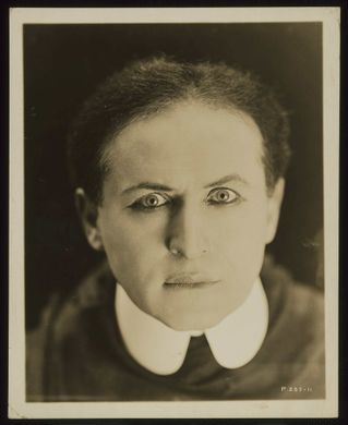 a to z world stars pictures: Harry Houdini 3A trap for ...